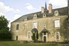 Domaine du château de Talcy - Français:   Château de Talcy (Loir-et-Cher), aile Est et puits.