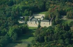 Château de Villesavin - English: Aerial view of Villesavin castle at Tour-en-Sologne, Loir-et-Cher department, France. Nikon D60 f=85mm f/8 at 1/1000s ISO 400. Processed using Nikon ViewNX 1.3.0 and GIMP 2.6.6.
