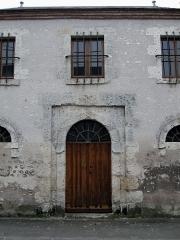 Ancienne prison -  Détail de la façade d'une maison ancienne, rue de Glatigny, Artenay, Loiret, France