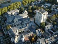 Donjon quadrangulaire, dit Tour de César - Español: El castillo de Beaugency, hoy. Compárese la torre cuadrada (arriba a la derecha) con el dibujo antiguo que encabeza este artículo.