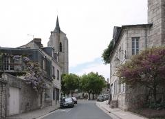 Tour Saint-Firmin - Deutsch: Beaugency, Ortschaft im Département Loiret/Frankreich - Blick zum Place de Saint-Firmin.