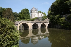 Château -  Remaining building of Castle Chateauneuf with perron and bridge leading down to the park, located in the town of Chateauneuf-sur-Loire, Département Loiret/France