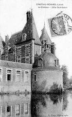 Château de la Motte -  Le château, Château-Renard, Loiret, France