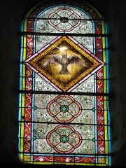 Eglise Saint-Etienne - English: The dove of the Holy Ghost, stained glass window in Saint-Étienne church in Château-Renard, Loiret. Set in north transept, on its north side.