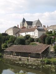 Eglise Saint-Pierre -  Canal d'Orléans, Chécy, Loiret, France