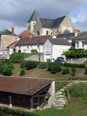Eglise Saint-Pierre - Français:   Eglise de Chécy - vue du canal