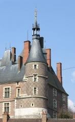 Ancien château, actuellement Musée international de la Chasse - Deutsch: Schloss Gien, südlicher Eckturm