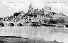 Ancien château, actuellement Musée international de la Chasse -  La Loire et vue générale, Gien, Loiret, France