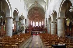 Eglise Saint-Etienne - Eglise Saint-Etienne et Saint-Vrain, anciennement sainte-Croix.  La première église aurait été fondée au IVe siècle par Sainte-Hélène sous le vocable de la très Sainte-Croix de Gergogilium ou Sanctissimæ Crucis Gergogiliensis.  Gergogilium donnera \