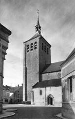 Eglise Saint-Etienne -  L'église Saint-Étienne et la place du Grand-Cloître à Jargeau (Loiret)