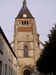 Eglise Notre-Dame -  clocher de l'église de Lorris dans le Loiret (France)