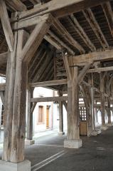 Halle - Français:   La halle du XIIe siècle de Lorris, Loiret, France