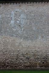 Eglise Notre-Dame et Saint-Blaise - Français:   Montbouy - Eglise Notre-Dame Détail de la nef (mur Sud) qui présente un aspect roman ancien.