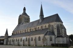 Eglise Saint-Symphorien - Français:   Église Saint-Symphorien, Neuville-aux-Bois, Loiret, France