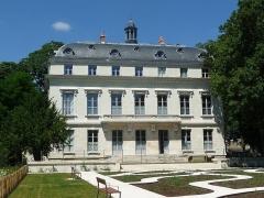Hôtel de la Motte-Sanguin - English: View from the public park of the palace