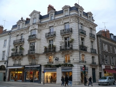 Immeuble - English: The building n°32 of Rue Jeanne-d'Arc in Orléans (Loiret, Centre, France).
