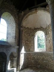 Restes de l'ancienne collégiale Saint-Georges - English:  Ruins oh church St. George of Pithiviers (Loiret, France) - Interior of the apsidiole