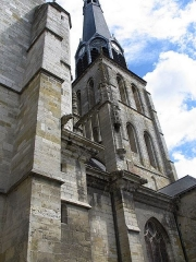 Eglise Saint-Salomon et Saint-Grégoire - This building is indexed in the Base Mérimée, a database of architectural heritage maintained by the French Ministry of Culture, under the reference PA45300002 .