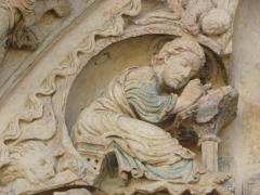 Eglise abbatiale Saint-Benoît - Français:   L\'évangéliste Matthieu. Détail du tympan du portail nord de l\'abbatiale de Saint-Benoît-sur-Loire (45)