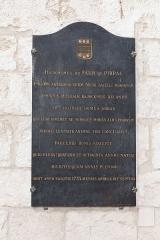 Eglise abbatiale Saint-Benoît - Plaque commémorative de Jérôme du Faur de Pibrac dans le transept nord de l'abbatiale Saint-Benoît de Saint-Benoît-sur-Loire.