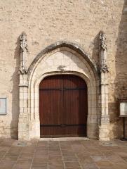Eglise Saint-Germain - Français:   Saint-Germain-des-Prés (Loiret, France); portail de l\'église.