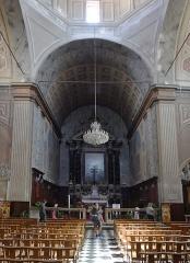 Cathédrale Santa Maria Assunta ou cathédrale Notre-Dame - Cathédrale Notre-Dame-de-l'Assomption d'Ajaccio, vue du nef au sanctuaire