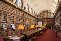 Palais Fesch - English: The Bibliothèque du palais Fesch was founded in 1801 and keeps more than 40000 works from the 15th to 19th century. It is located in the ground floor of the north wing of Palais Fesch, is protected as historical monument and still open for public use.
