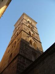 Eglise Sainte-Marie -   Edifiée au XIIème siècle par les pisans, l\'église Sainte Marie Majeure est l\'édifice religieux le plus ancien de Bonifacio.   En plein coeur de la ville, elle s\'intègre parfaitement au patrimoine historique de la cité médiévale même si plusieurs remaniements et restaurations lui ont fait perdre de son cachet.