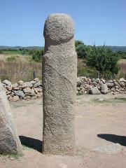 Alignements de statues-menhirs dénommés Rinaiu et I Stantare - English: Corsica, Cauria-Santari phallic menhir