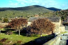 Chapelle Saint-Jean -  Altiani, Rogna (Corse) - La chapelle San Ghjuvanni du Ponte a u Larice des Xe- XIe siècles, située près du pont génois sur le Tavignano. Chapelle et pont sont classés Monuments historiques.