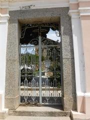 Eglise de la Sainte-Trinité - Deutsch: Eingang zur romanisch-pisanischen Église de la Trinité et de San Giovanni (franz.: Église de la Sainte-Trinité et de Saint Jean-Baptiste) auf dem Friedhof von Aregno im Nordwesten der Insel Korsika.