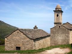Chapelle Notre-Dame-des-Neiges - Corsu: Brandu, Cap Corse (Corsica) - A parte occidentale di a cappella Santa Maria delle Nevi è a chjesa Santa Maria Assunta di Parocchja - Castello