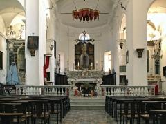 Eglise Saint-Jean-Baptiste -  Calvi, Balagne (Corse) - le chœur (maître-autel, gradins, tabernacle en marbre polychrome du 17e s.) de l\'église Saint-Jean Baptiste