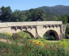 Pont de Ponte-Nuovo sur le Golo - English: It's the famous bridge of Ponte Novu, in 2008. Beautiful partial restoration work.