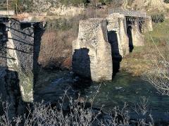 Pont de Ponte-Nuovo sur le Golo -  Castello-di-Rostino, Castagniccia (Corse) - Ancien pont de Ponte-Novu (avant restauration), haut lieu historique de la Corse, là où les Nationaux furent défaits par les troupes françaises en 1769. Le pont a été démoli par les troupes allemandes battant en retraite en fin de la Seconde Guerre mondiale.
