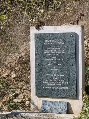 Pont de Ponte-Nuovo sur le Golo - English: A memorial stone to be found at the northwestern end of the old Ponte Novu bridge, listing various historical events prior to the Battle of Ponte Novu