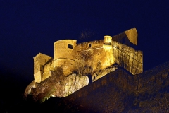 Citadelle -  Corte, Centre Corse - La citadelle la nuit, vue depuis la place d'Armes.