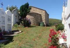 Chapelle San-Cervone - Français:   L\'accès à la chapelle San Cervone de Lavatoggio, à travers le cimetière du village.