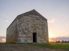 Chapelle de San-Perteo - English: Western entrance of San Parteo Church in Lucciana (Corsica), near the antique town of Mariana