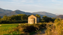 Chapelle de San-Perteo - English: San Parteo Church in Lucciana (Corsica) at sunrise, near the antique town of Mariana.
