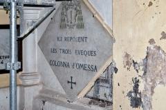 Eglise paroissiale Saint-André -  Omessa, Talcini (Corse) - Plaque mortuaire des 3 évêques Colonna dans l'église Saint-André en cours de réfection