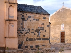 Eglise -  Santa-Reparata-di-Balagna (Corsica) - Abside de l'église Sainte-Réparate et la confrérie
