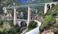 Viaduc sur le Vecchio ou pont Eiffel (également sur commune de Vivario) -  Venaco, Centre Corse - Le pont du Vecchio (ou pont Eiffel), viaduc ferroviaire sur la rivière Vecchio