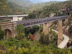 Viaduc sur le Vecchio ou pont Eiffel (également sur commune de Vivario) -  Venaco (Haute-Corse) - Les 3 ponts (viaduc Eiffel, ex-RN 197 et nouveau RT 20 ou