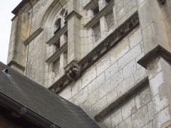 Eglise - Français:   Détail au nord de la tour