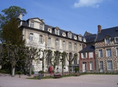Ancienne abbaye Notre-Dame - English: Part of the ancient abbey and entrance of the museum in Bernay (Eure, France).