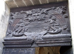 Ancienne abbaye Notre-Dame - English: Relief at the portal of the Abbatiale Notre-Dame de Bernay, Haute-Normandie, France.
