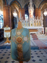 Eglise Notre-Dame-de-la-Couture - English: 19th century chasubles in the church Notre-Dame de la Couture in Bernay (Eure, France).