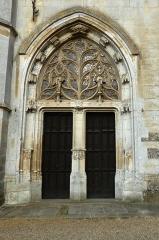 Eglise Notre-Dame-de-la-Couture - English: Portal at the western façade of the basilica Notre-Dame de la Couture in Bernay (Eure, France).