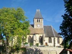 Eglise - Français:   L\'église Saint-Ouen sur sa butte, façade sud.